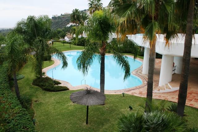 Uniek hoek appartement met 3 slaapkamers en 3 badkamers La Quinta Marbella 469000– euro