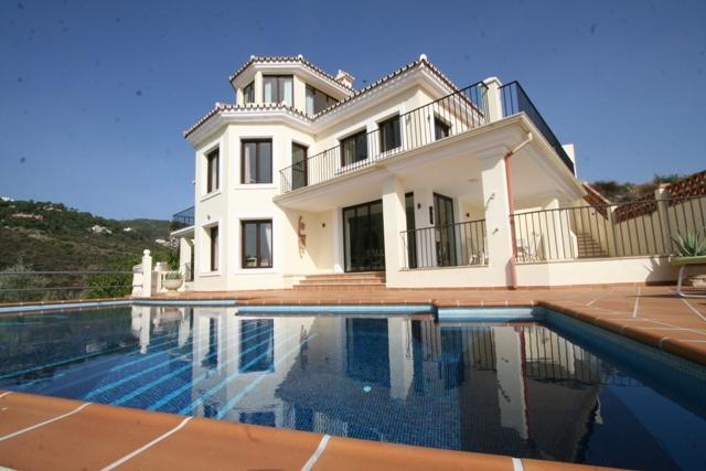 Beautiful villa with elevator first line golf,  La Quinta Marbella  1.700.000,– euro