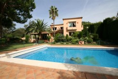 negotiable!!! provençal villa in elviria 8 km from the center of marbella about 100 meters from the best beach of marbella