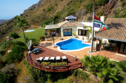 A villa like an Eagle's nest in the mountains, 3 bed/3 bath plus staff section. Benahavis 1795000 euro