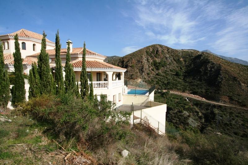 Marbella, La Quinta Golf, Villa  9 bedrooms/7 bathrooms 1.900.000,– euro