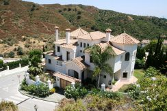 Villa Andalusian style outside, modern inside, 4 bed or possible 5 bed/ 4 bath La Quinta Golf Marbella