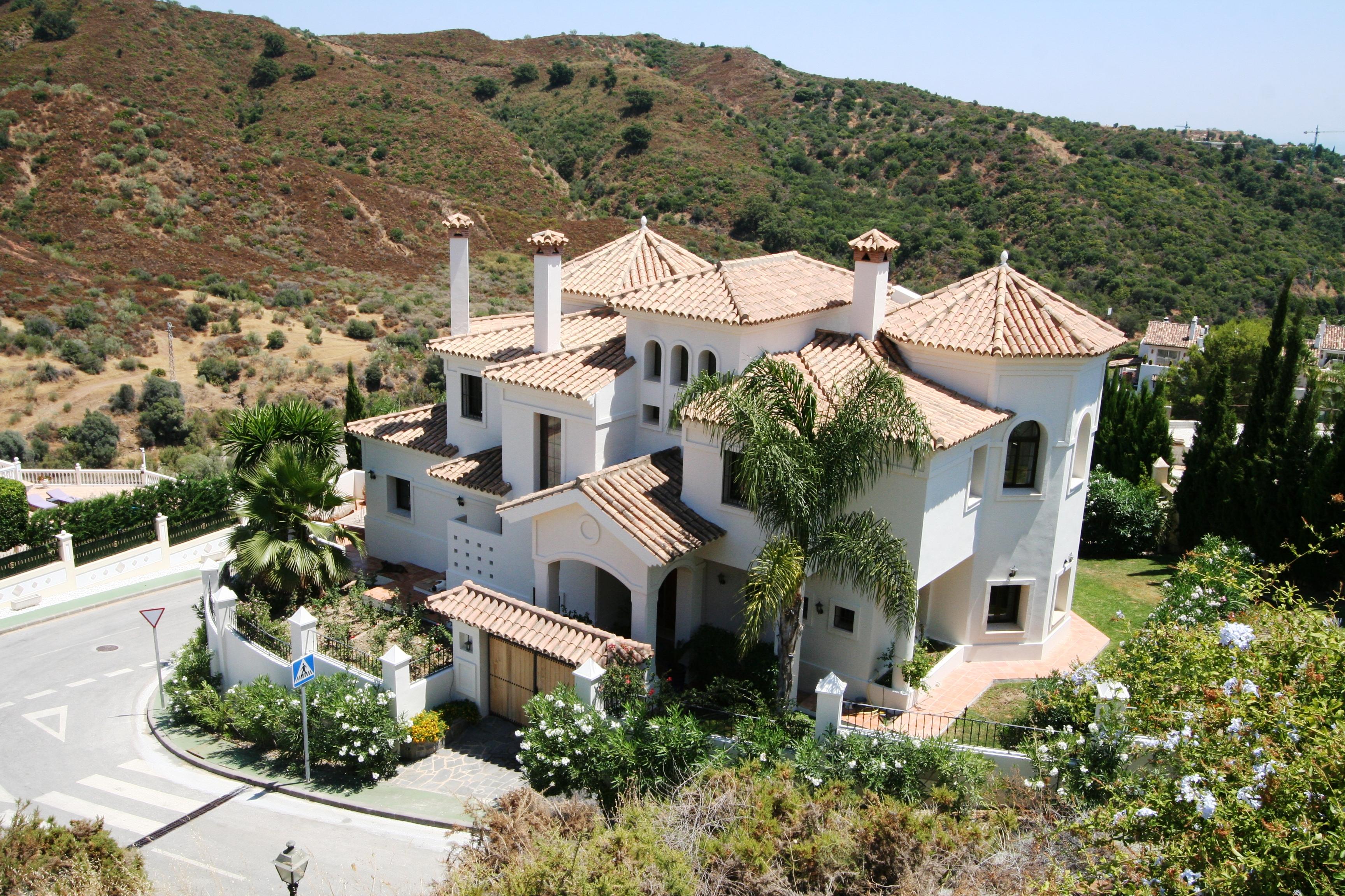 Villa 4 bed 4 bath La  Quinta 354 m2 built 1100 m2 plot